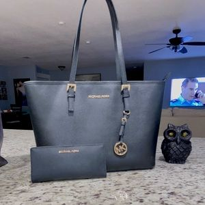 Michael kors tote, Wallet is not included.